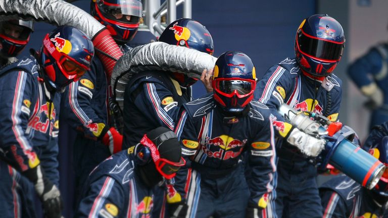 Red Bull's mechanics prepare for a fuel stop in 2009, the last time refuelling was seen in F1