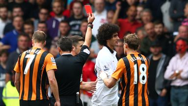 Marouane Fellaini : Is shown a red card