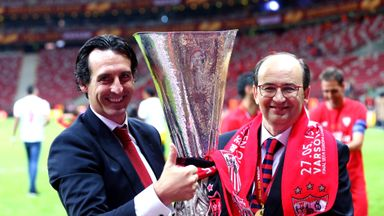 Unai Emery poses with Sevilla president Jose Castro and the trophy after the UEFA Europa League final.