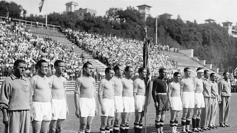 Italy players line up for the 1934 World Cup final in sweltering conditions