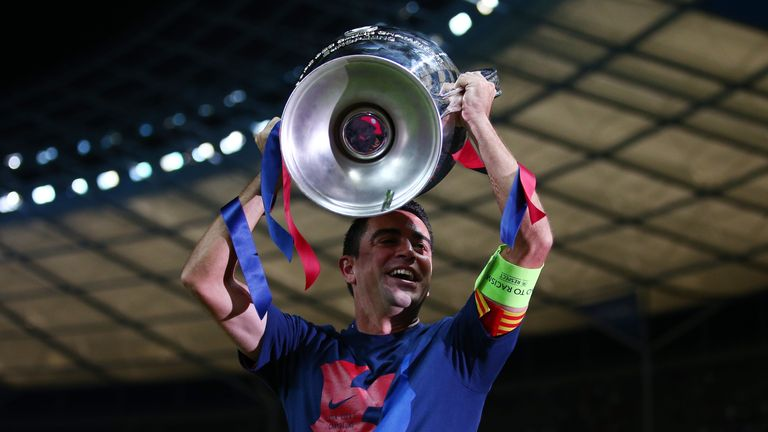 Xavi urges Barcelona to sign