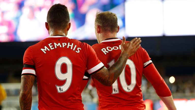 Memphis Depay (l): Congratulated by Wayne Rooney