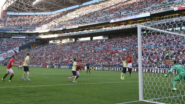 Schneiderlin rises to score Manchester United's only goal against Club America