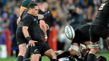 Aaron Smith has signed a deal that will see him remain in New Zealand with Otago Highlanders until 2019