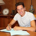 Contract-signing-signs-deal-florian-tauvin_3344665