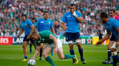 Keith Earls scores Ireland's only try against Italy