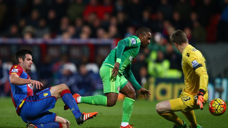 Jermain Defoe capitalises on a defensive mix up at Palace to hand Sunderland a vital win