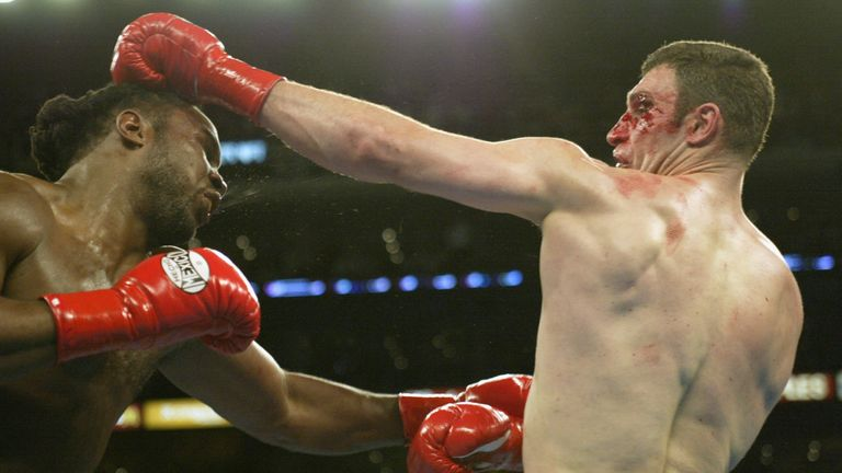 Lennox Lewis (L) beat Vitali Klitschko via technical decision