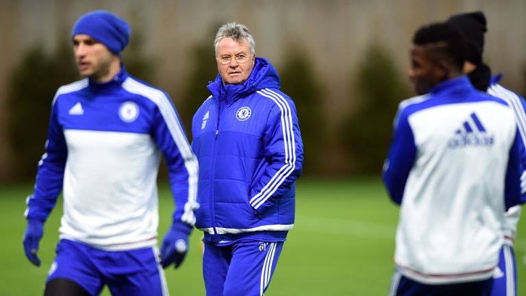 Chelsea beat Sunderland with Guus Hiddink watching from the stands