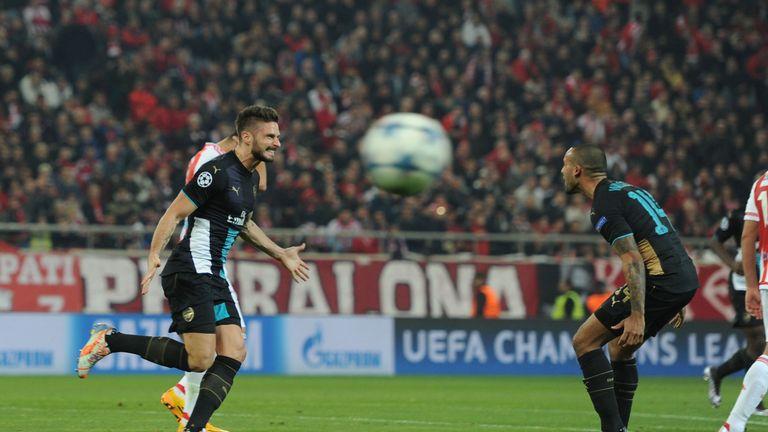 Olivier Giroud and Walcott have forged a fruitful forward partnership