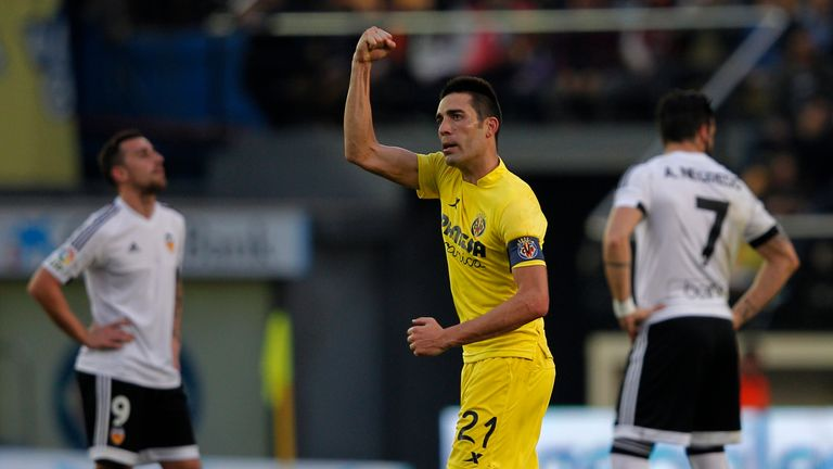 Villarreal's midfielder Bruno Soriano celebrates after scoring