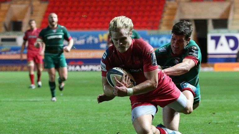 Davies has made 104 appearances for the Scarlets since breaking through in 2010