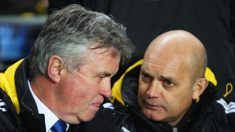 Guus Hiddink and Ray Wilkins pictured in the Chelsea dugout during his first stint at Chelsea in 2009