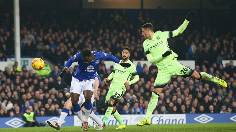 Romelu Lukaku heads Everton in front against Man City