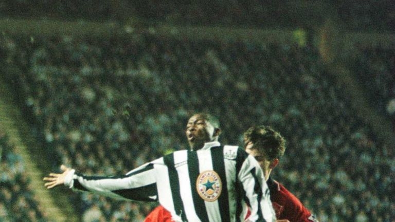 Gary-neville-faustino-asprilla-manchester-united-newcastle-united-march-1996_3400368