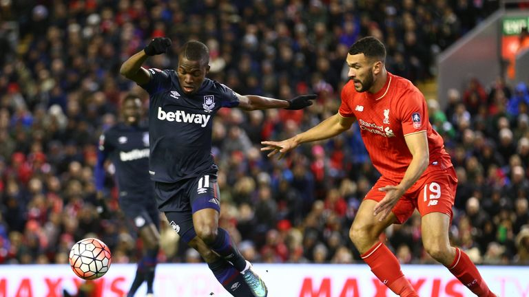 Steven Caulker looks to get close to West Ham forward Enner Valencia