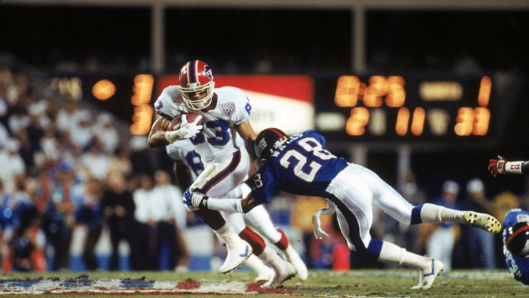 Andre Reed of the Bills tries to break away from a tackle by cornerback Everson Walls