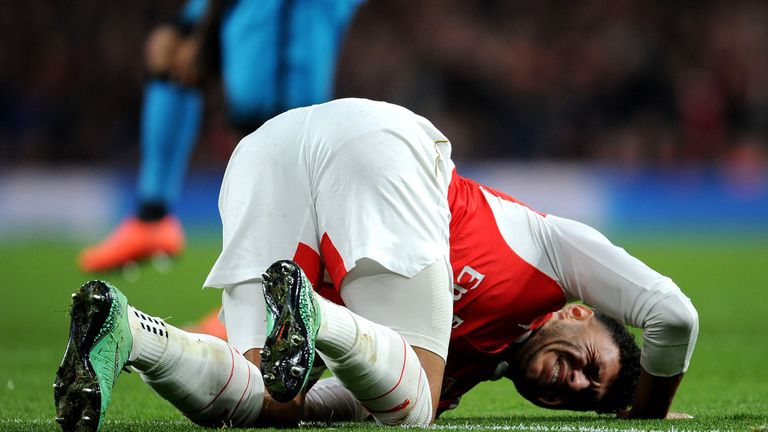 Alex Oxlade-Chamberlain ruled out of Sunday's clash at Old Trafford