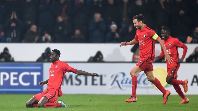 Paul Onuachu (L) of FC Midtjylland celebrates scoring his team's second goal against Manchester United