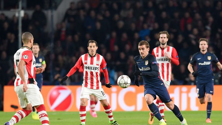 Antoine Griezmann takes on the PSV defence