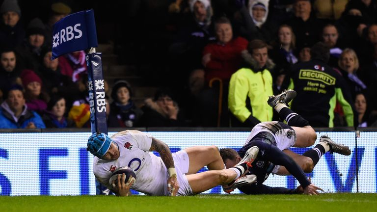 Jack Nowell crosses for England's second try at Murrayfield