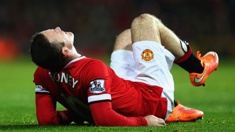 Rooney suffered a knee injury but played on as United chased a result in the 2-1 defeat at Sunderland