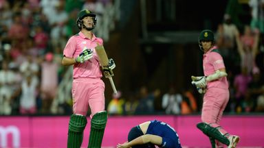 Chris Morris (L) guided South Africa to an unlikely one-wicket victory over England in the fourth ODI on Friday