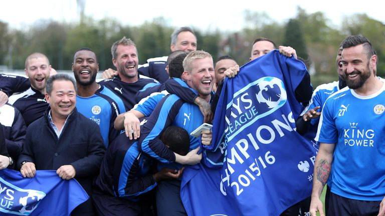 Leicester-city-players-title-training-ground-champions-flag-premier-league-banner_3459980
