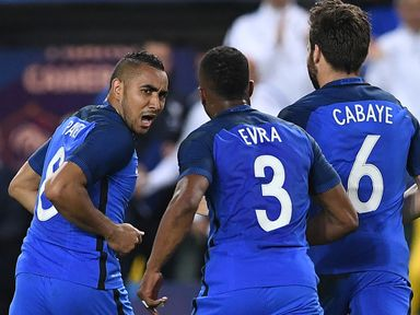 Dmitri Payet (l) celebrates his late winner for France