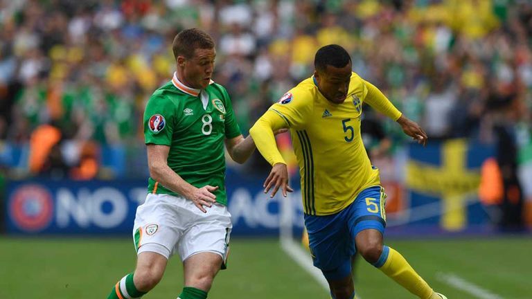 Martin-olsson-james-mccarthy-ireland-v-sweden_3483791