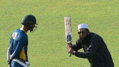 Pakistani chief selector Inzamam-ul-Haq (R) gives batting tips to Shan Masood