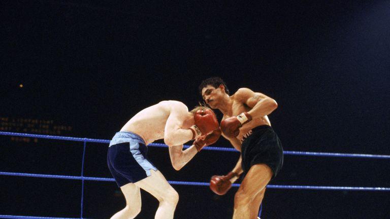 Jim Watt (left) in action against Alexis Arguello