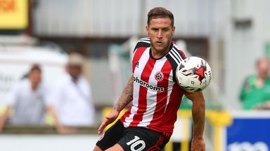 Billy Sharp scored a penalty as Sheffield United took a point from a draw with leaders Scunthorpe