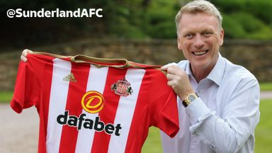 David Moyes poses with a Sunderland shirt after being confirmed as the club's new manager (picture via @SunderlandAFC on Twitter)