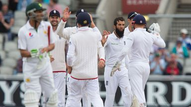 England's Moeen Ali (3rd R) celebrates with team-mates after taking the wicket of Pakistan's Mohammad Hafeez