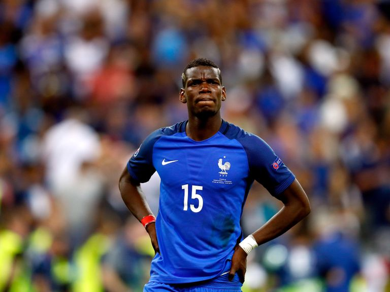 Paul Pogba given green light to undergo medical with Manchester United