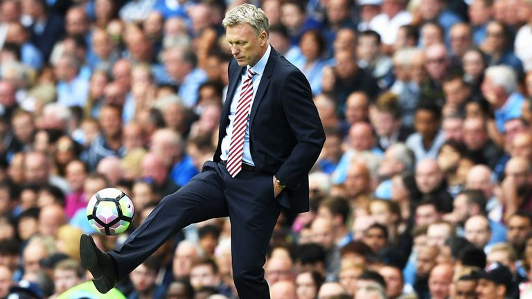 Kone future in doubt after Moyes says defender 'doesn't want' Sunderland deal