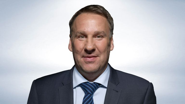 Paul Merson is back with his Premier League predictions for Sunday's games