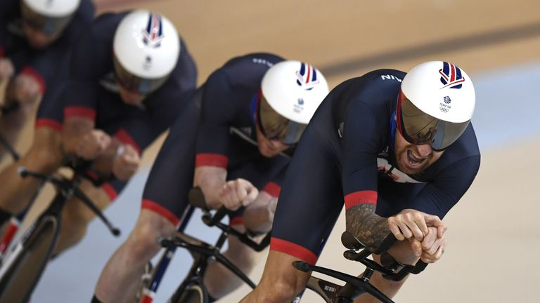 Britain win team pursuit gold, Wiggins breaks medal record