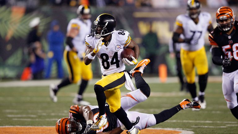 CINCINNATI, OH - JANUARY 09:  Antonio Brown #84 of the Pittsburgh Steelers runs with the ball in the second half against the Cincinnati Bengals during the