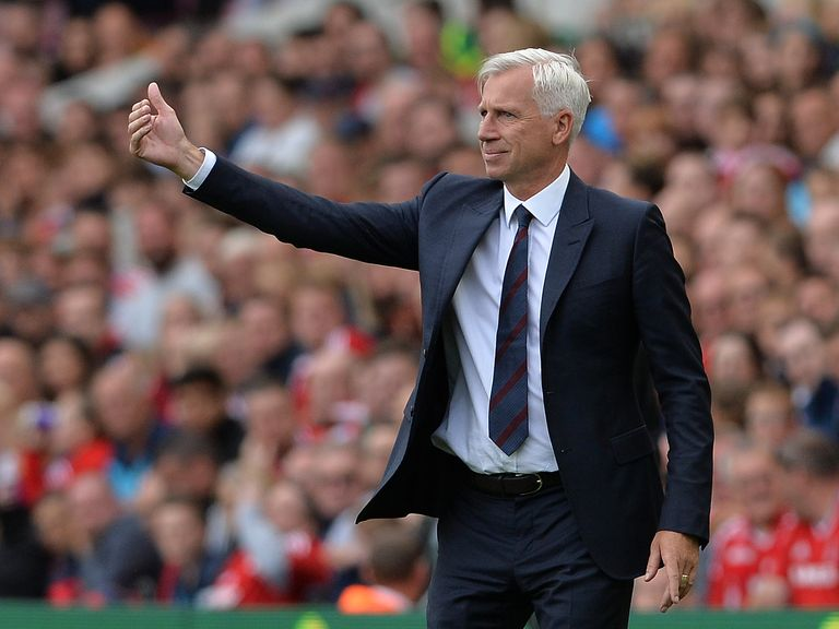 Stoke: Hughes has Coates backing