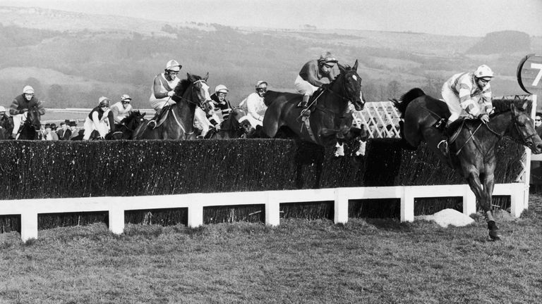 Frank Berry and Glencaraig Lady (centre) en route to winning the Gold Cup