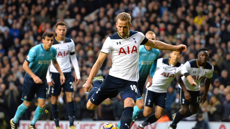 Harry Kane scores Tottenham's first from the spot