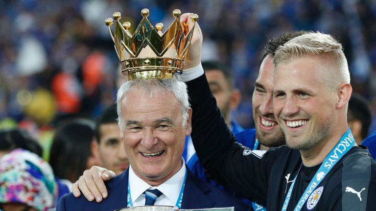Ranieri celebrates winning the Premier League with his Leicester players