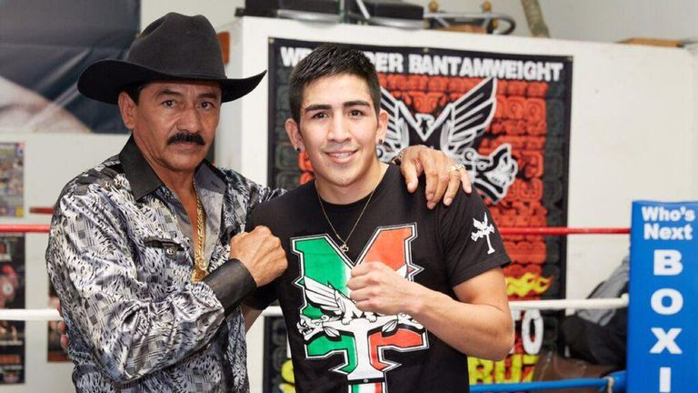 Jose Santa Cruz and his son are back together (Twitter @LeoSantaCruz2)