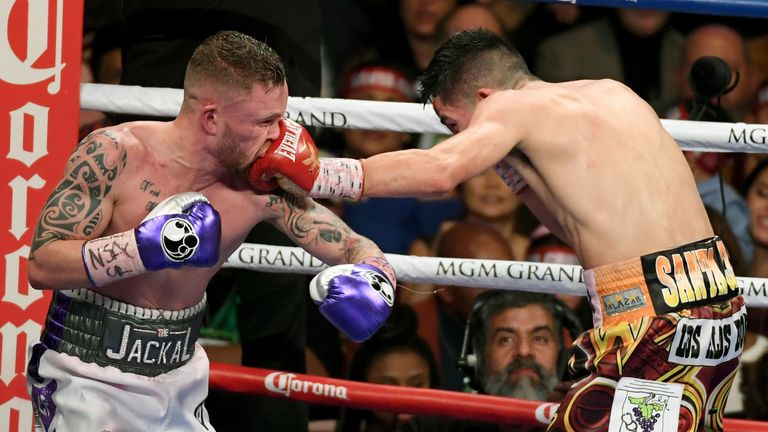 Carl Frampton lost on points as Leo Santa Cruz levelled their series