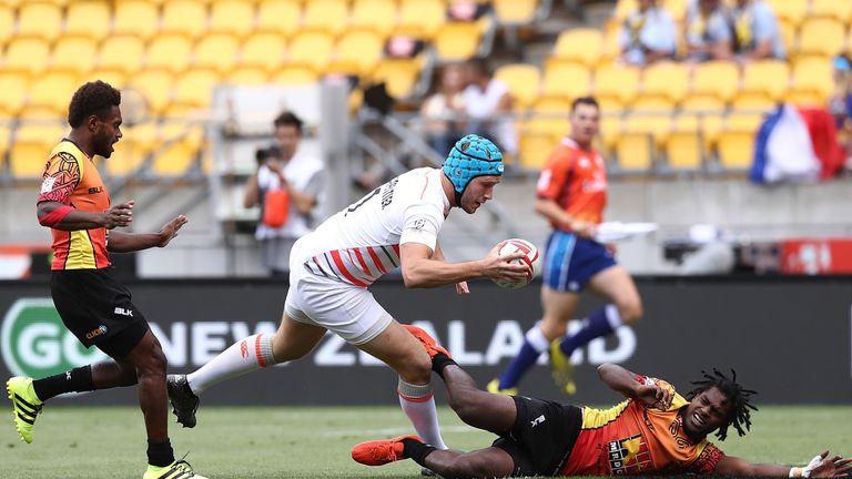 Richard de Carpentier scores a try against Papua New Guinea