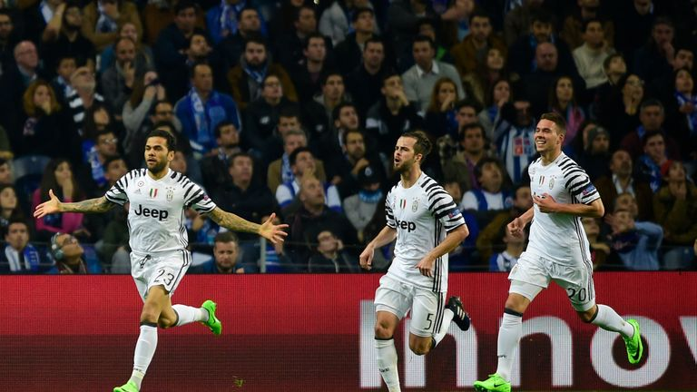 Juventus' Brazilian defender Dani Alves  (L) celebrates with teammates Bosnian midfielder Miralem Pjanic (C) and Croatian forward Marko Pjaca after scoring