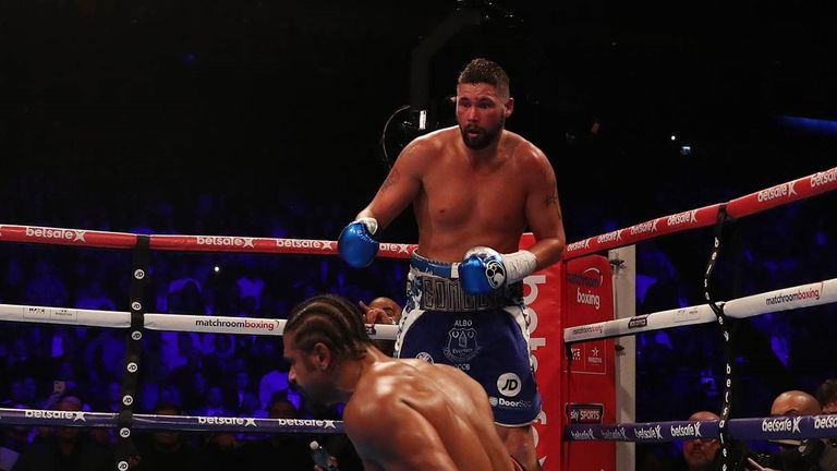 Haye falls to the floor after injuring his knee against Bellew