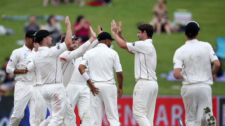 South Africa 123-4 at tea on day 1, 3rd test vs